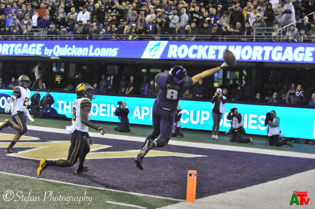 Huskies Beat California Golden Bears